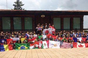 Gloria und 104 andere AustauschschülerInnen in Mazamitla