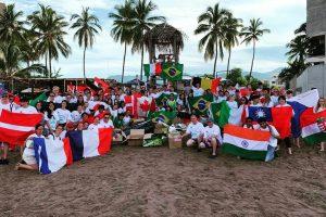 Gloria mit anderen AustauschschülerInnen in Nuevo Vallarta
